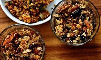 Хрустящая ореховая гранола с семечками подсолнуха